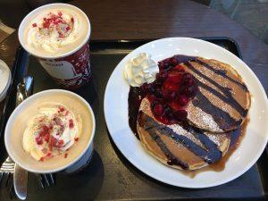 タリーズのマスカルポーネティラミスラテとクラシックパンケーキ ミックスベリーショコラ