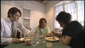 仮面ライダー龍騎真司と蓮と北岡がカレー作戦会議
