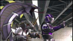 仮面ライダー王蛇と契約するメタルゲラス