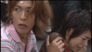 仮面ライダー龍騎で車にひかれそうになる神崎優衣